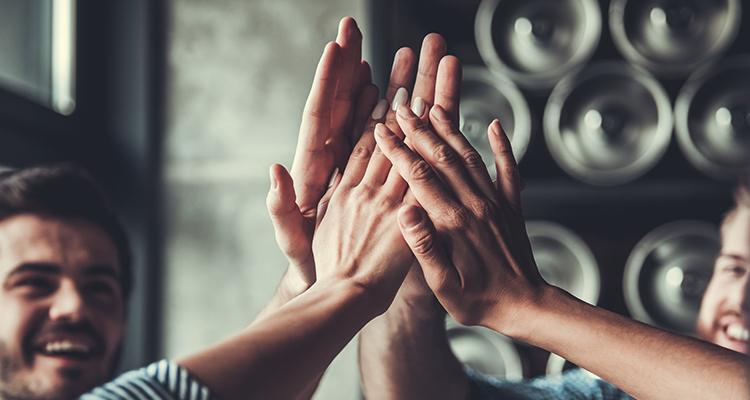 Met al onze armen willen wij de wereld warmen